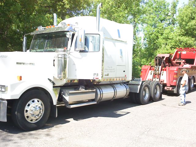Repossession In Elk River MN by Yeller Towing Heavy Duty Tractor Trailer